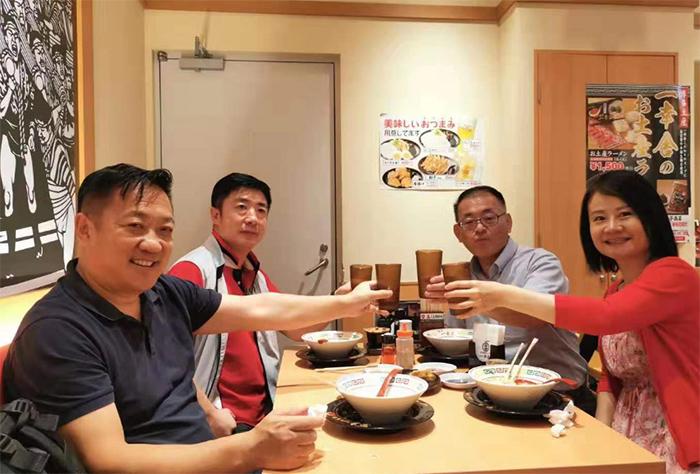 考察日本酱料工场,到九州工场与企业负责人及技术人员探讨产品配方及工艺